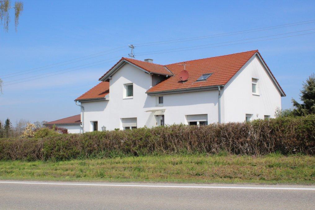 Einfamilienhaus mit 2388 m² Grundstück, nur 1,3 km neben Golfclub Erding-Grünbach